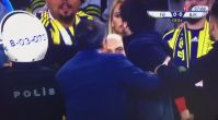 Fenerbahçe-Beşiktaş maçında Şenol Güneş'in başına yabancı madde atıldı