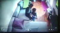 Özge Özpirinçci'nin 2 yaşındaki yeğenine bakıcısı tarafından şiddet! Görüntüler ortaya çıktı