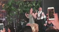Özge Borak ve babasından dans şov