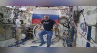 Rus kozmonottan Dünya Kupası'nda kullanılacak topla uzayda futbol şovu