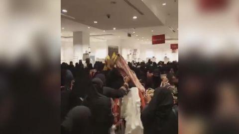 Suudi Arabistan'da kadınların alışveriş çılgınlığı