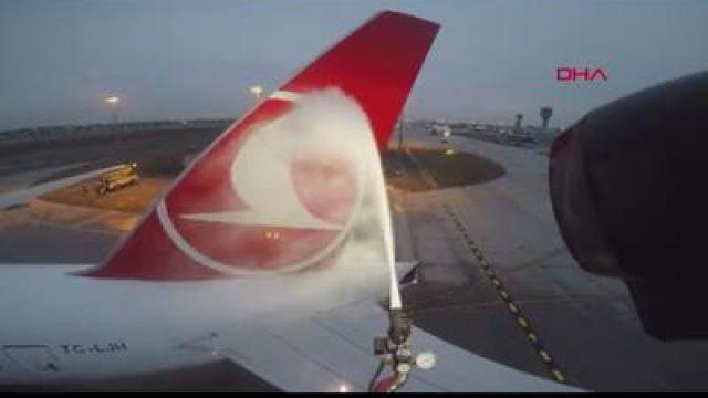 91ef429e96176 (Görüntülü) THY uçakları buzlanmaya karşı özel sıvı ile yıkanıyor | Haber.